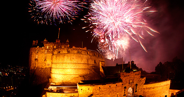 fireworks-at-edinburgh-castle-courtesy-of-historic-scotland-LST062810